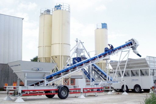 Mobile feeding conveyor belts